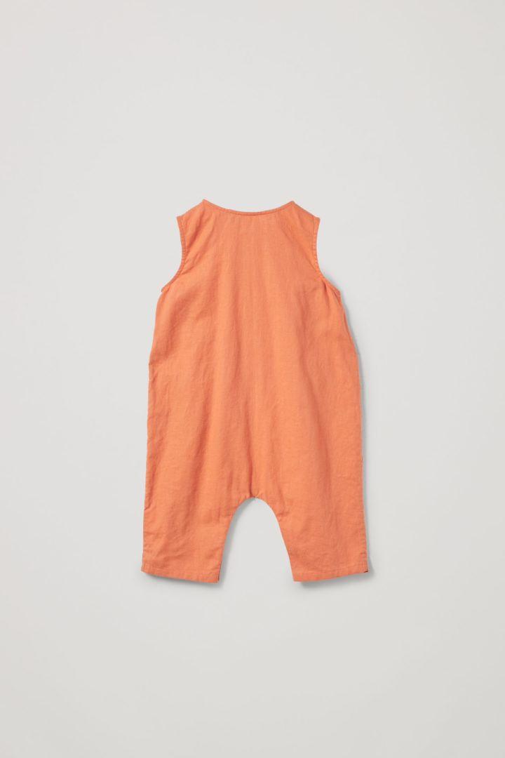 COS 코튼 리넨 포켓 롬퍼의 오렌지컬러 Product입니다.