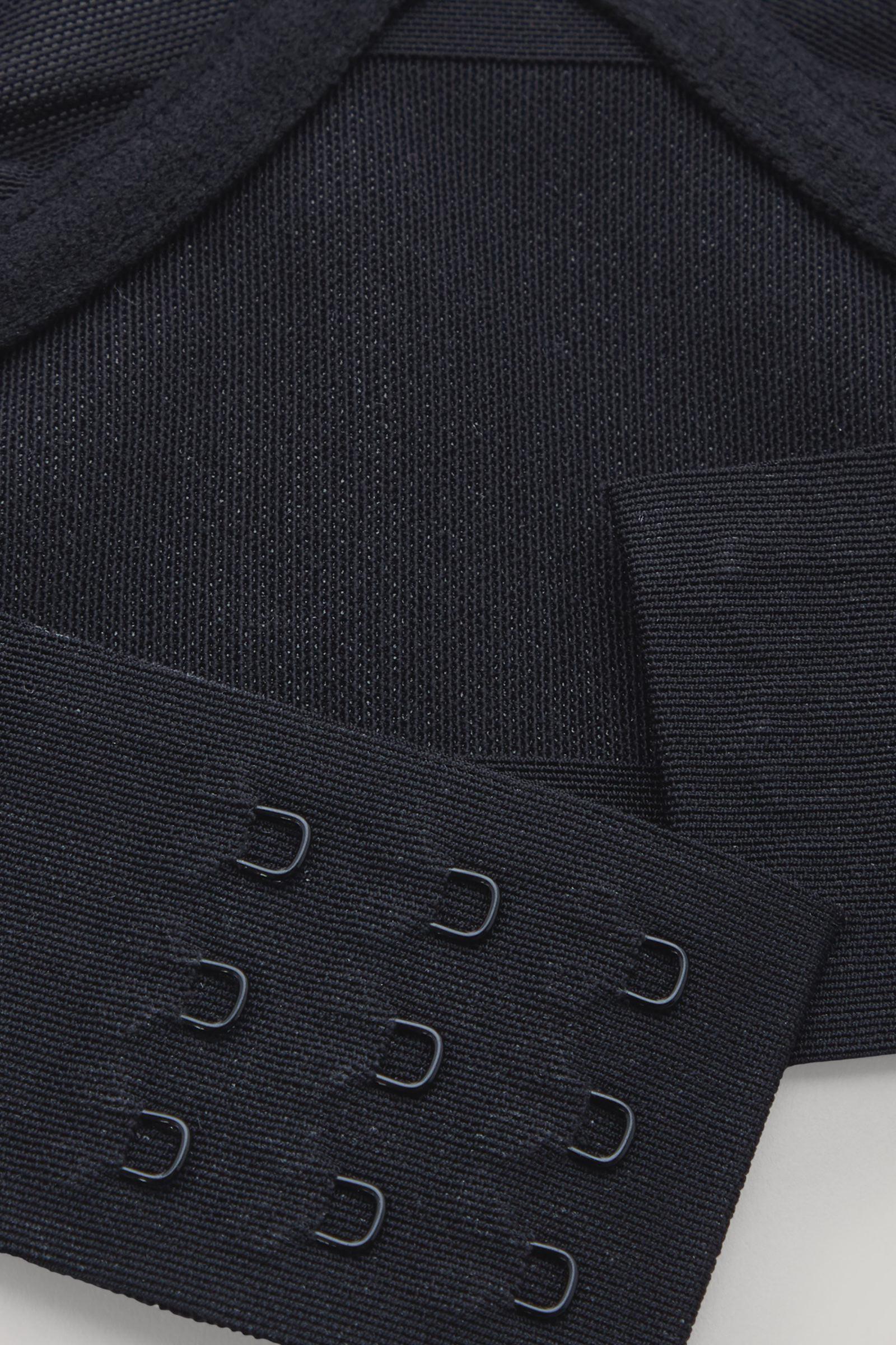 COS 메쉬 언더와이어드 브라의 블랙컬러 Detail입니다.