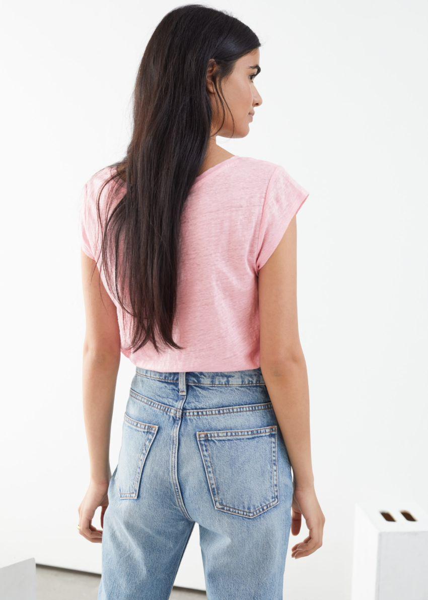 앤아더스토리즈 시어 리넨 티셔츠의 라이트 핑크컬러 ECOMLook입니다.