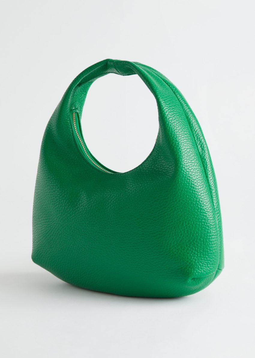 앤아더스토리즈 그레이니 레더 미니 토트 백의 그린컬러 Product입니다.