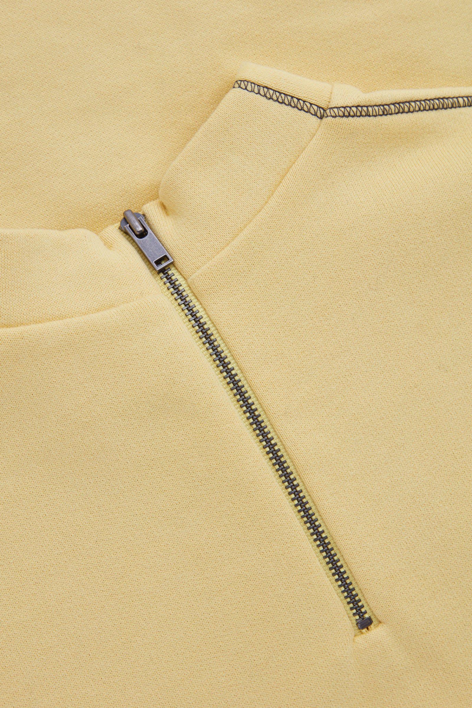 COS 집업 코튼 드레스의 옐로우컬러 상세컷입니다.