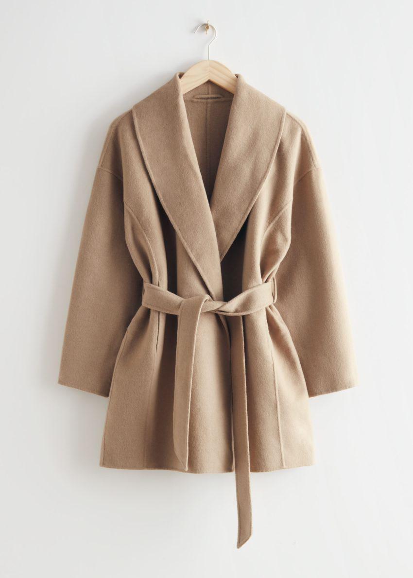 앤아더스토리즈 벨티드 숄 카라 재킷의 베이지컬러 Product입니다.