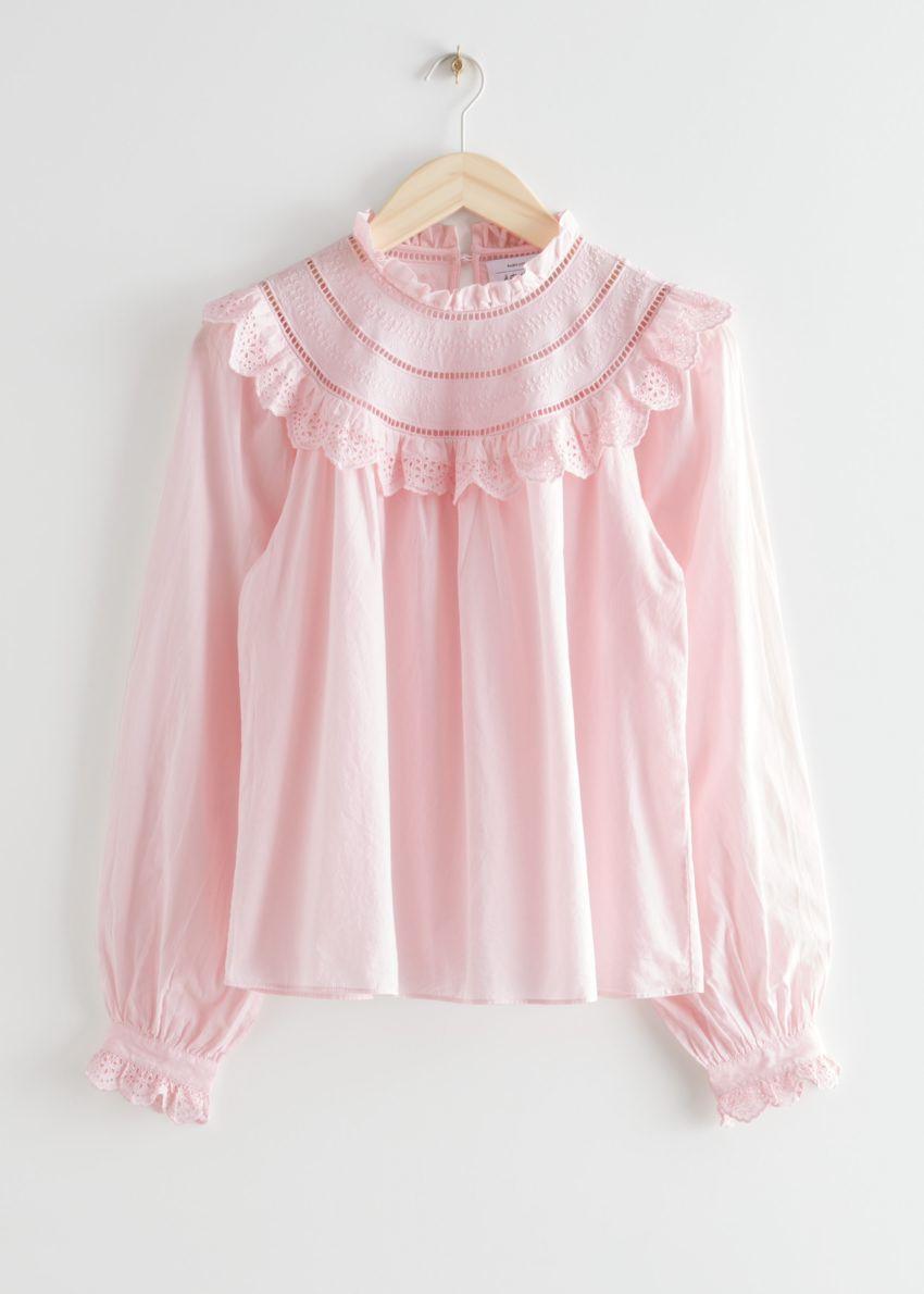 앤아더스토리즈 A 라인 러플 엠브로이더리 블라우스의 라이트 핑크컬러 Product입니다.