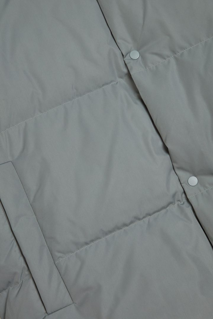 COS 쇼트 패딩 재킷의 그레이컬러 Detail입니다.