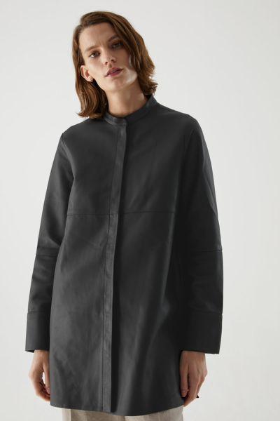 COS default image 9 of 블랙 in 오버사이즈 레더 튜닉 셔츠