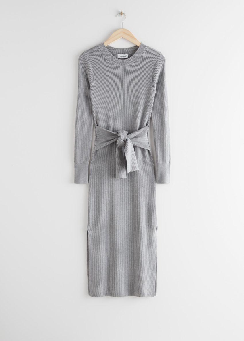앤아더스토리즈 벨티드 립 미디 드레스의 그레이 멜란지컬러 Product입니다.