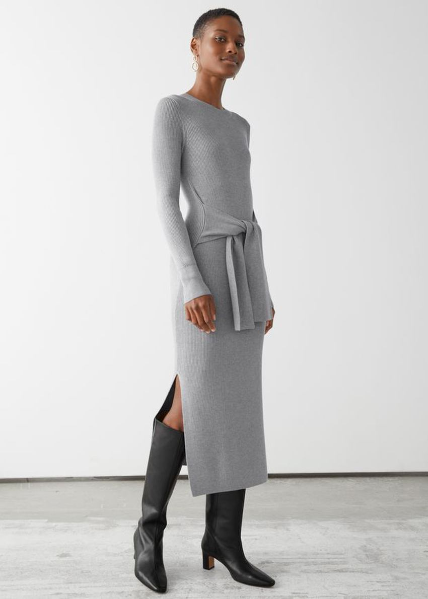앤아더스토리즈 벨티드 립 미디 드레스의 그레이 멜란지컬러 ECOMLook입니다.