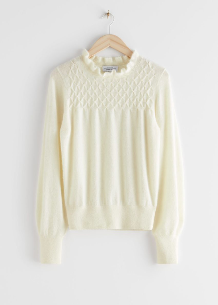 앤아더스토리즈 러플 카라 울 니트 스웨터의 크림컬러 Product입니다.
