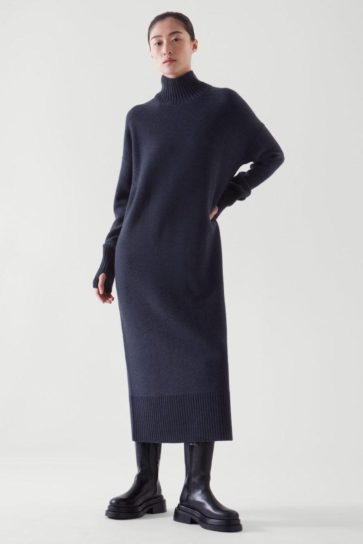 COS default image 2 of 블루 in 롱라인 니티드 드레스