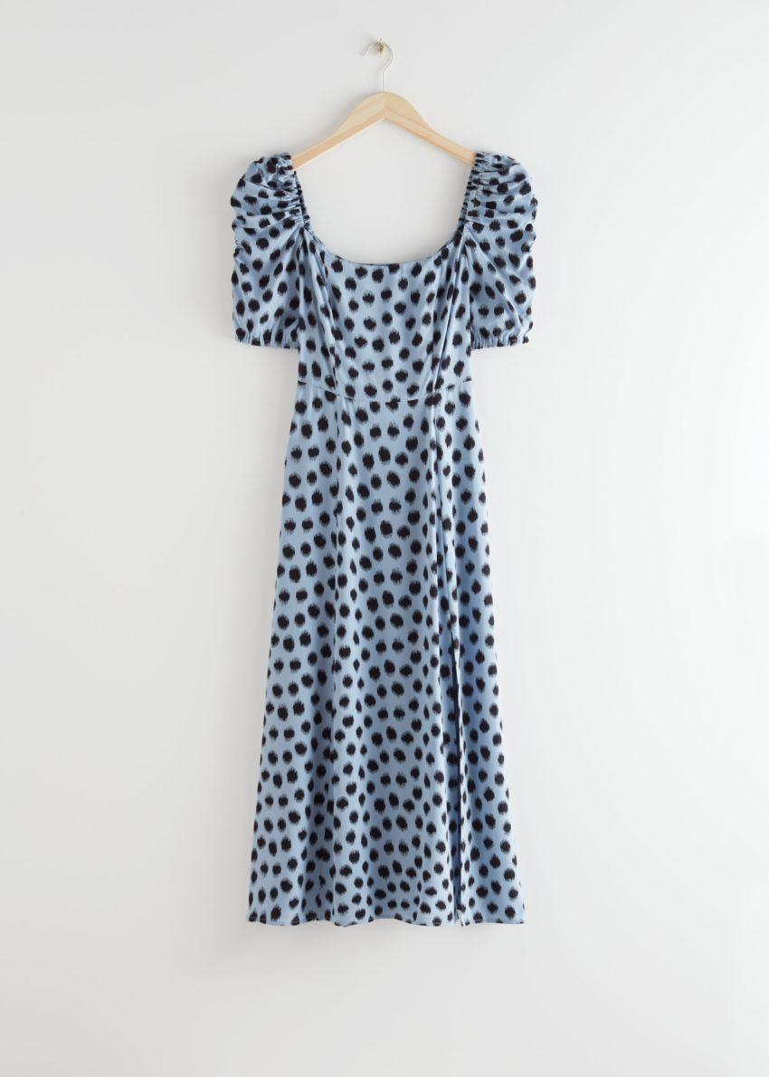 앤아더스토리즈 퍼프 숄더 크레이프 미디 드레스의 블루 도트컬러 Product입니다.