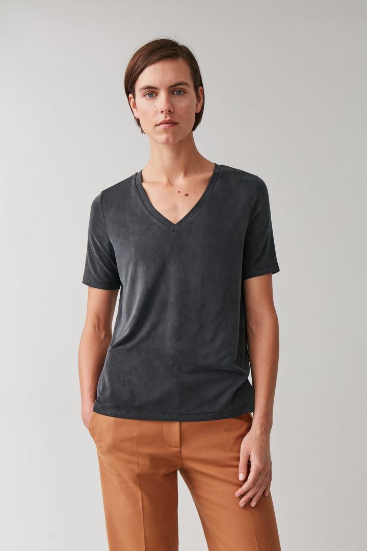 COS default image 1 of  in 쿠프로 V넥 티셔츠