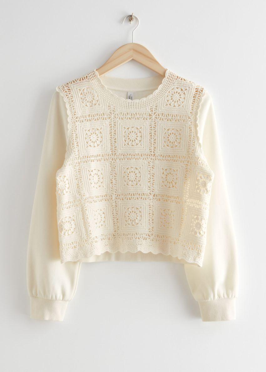 앤아더스토리즈 크로셰 스웨터의 화이트컬러 Product입니다.