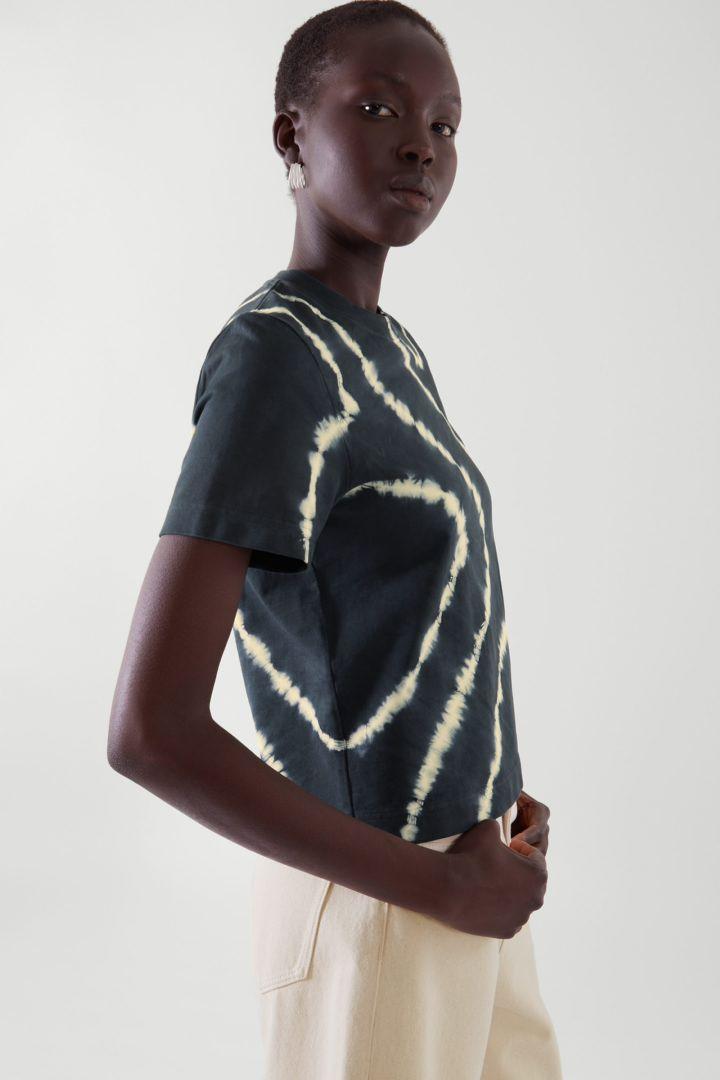 COS default image 5 of 블랙 in 슬림 핏 티셔츠
