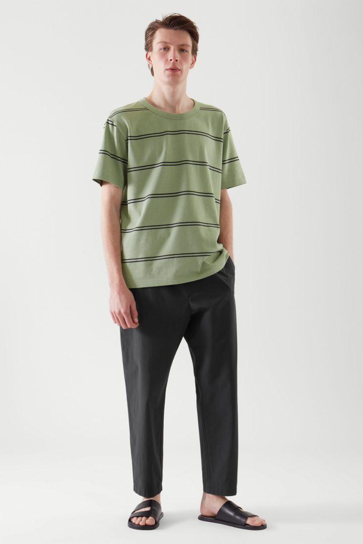 COS default image 6 of 블랙 in 릴랙스드 핏 티셔츠