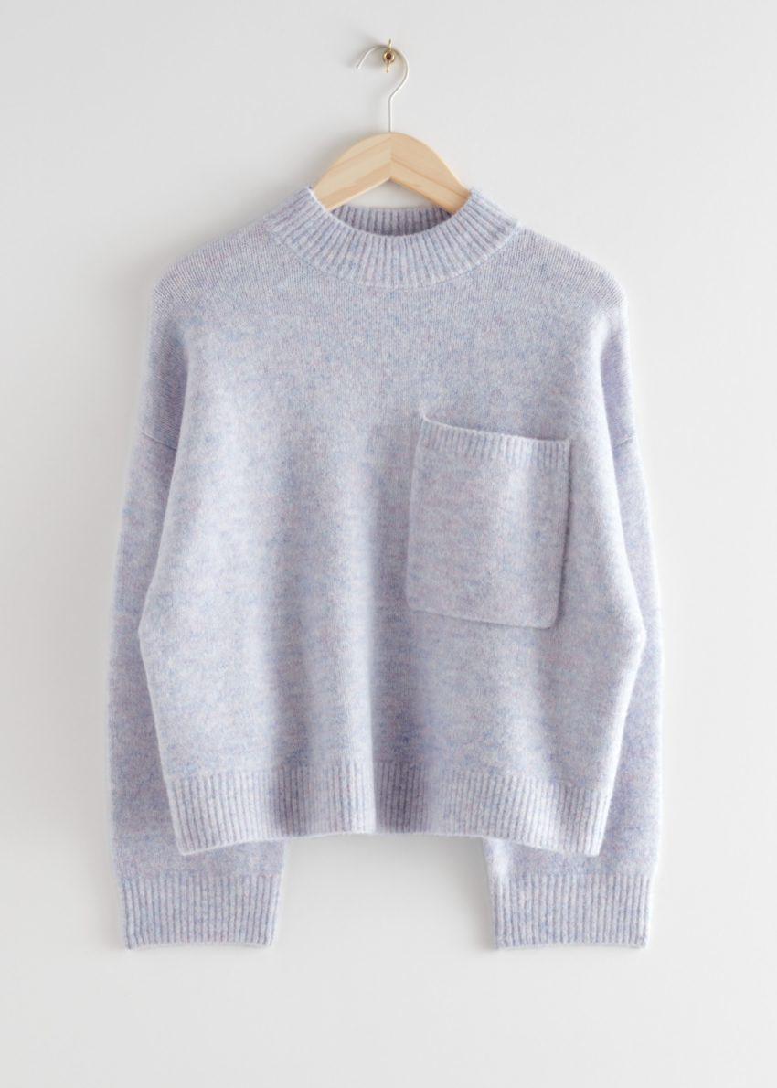 앤아더스토리즈 체스트 포켓 니트 스웨터의 라이트 블루컬러 Product입니다.