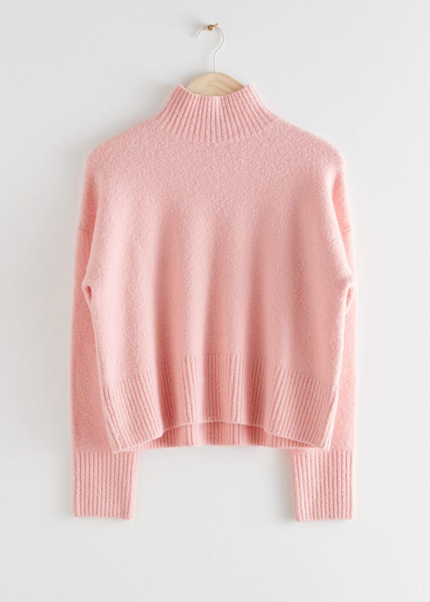 앤아더스토리즈 크롭 모크 넥 스웨터의 핑크컬러 Product입니다.