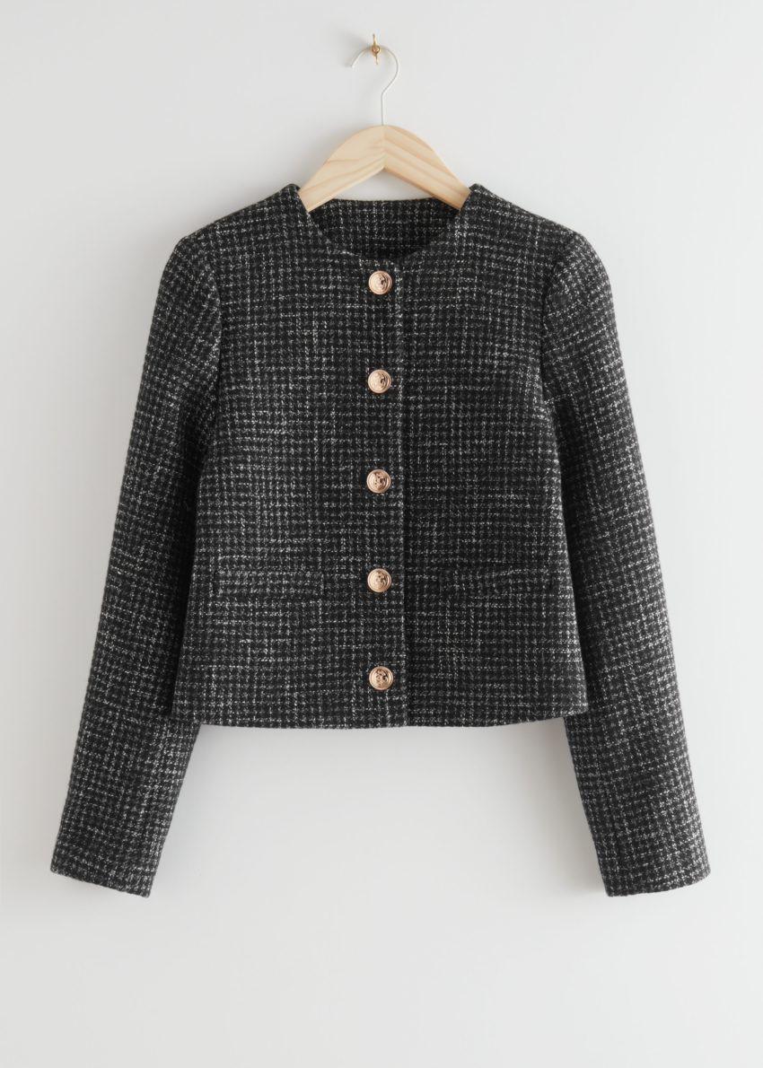 앤아더스토리즈 크롭 골드 버튼 수트 재킷의 블랙 트위드컬러 Product입니다.