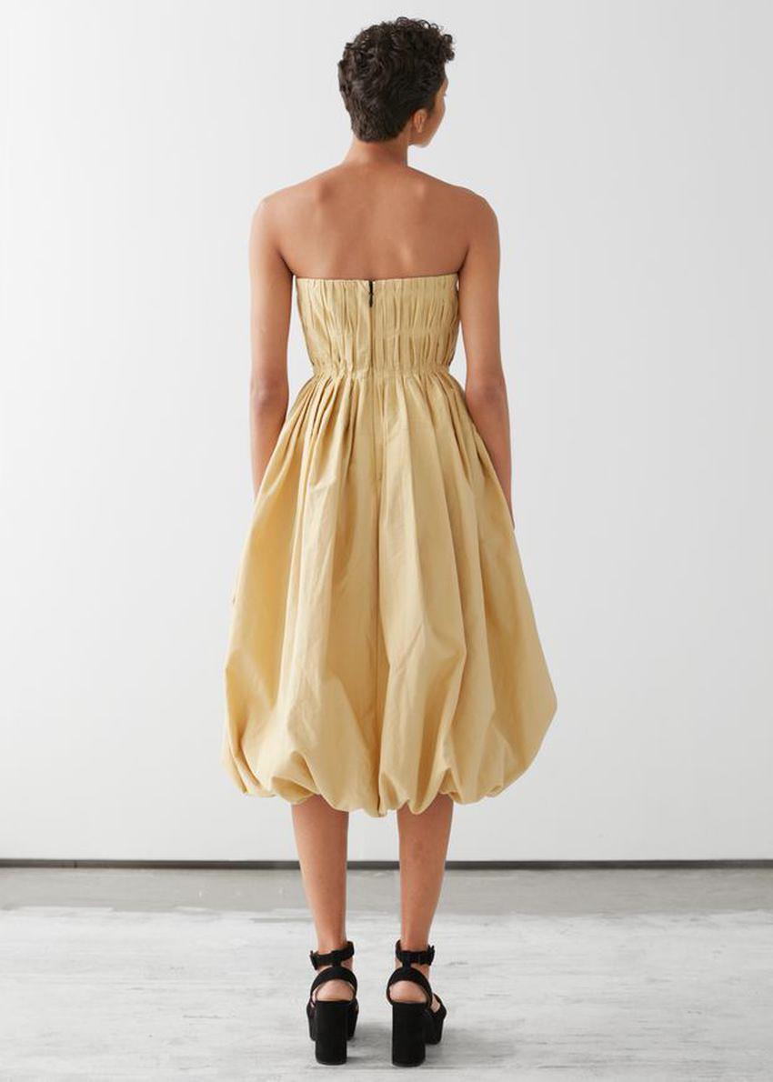 앤아더스토리즈 뷔스티에 벌룬 미니 드레스 의 옐로우컬러 ECOMLook입니다.