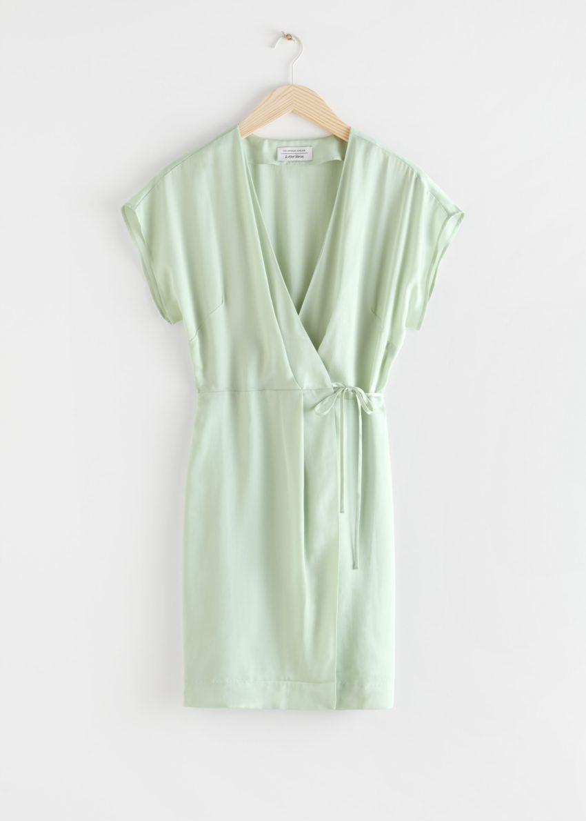 앤아더스토리즈 슬리브리스 랩 드레스의 라이트 그린컬러 Product입니다.