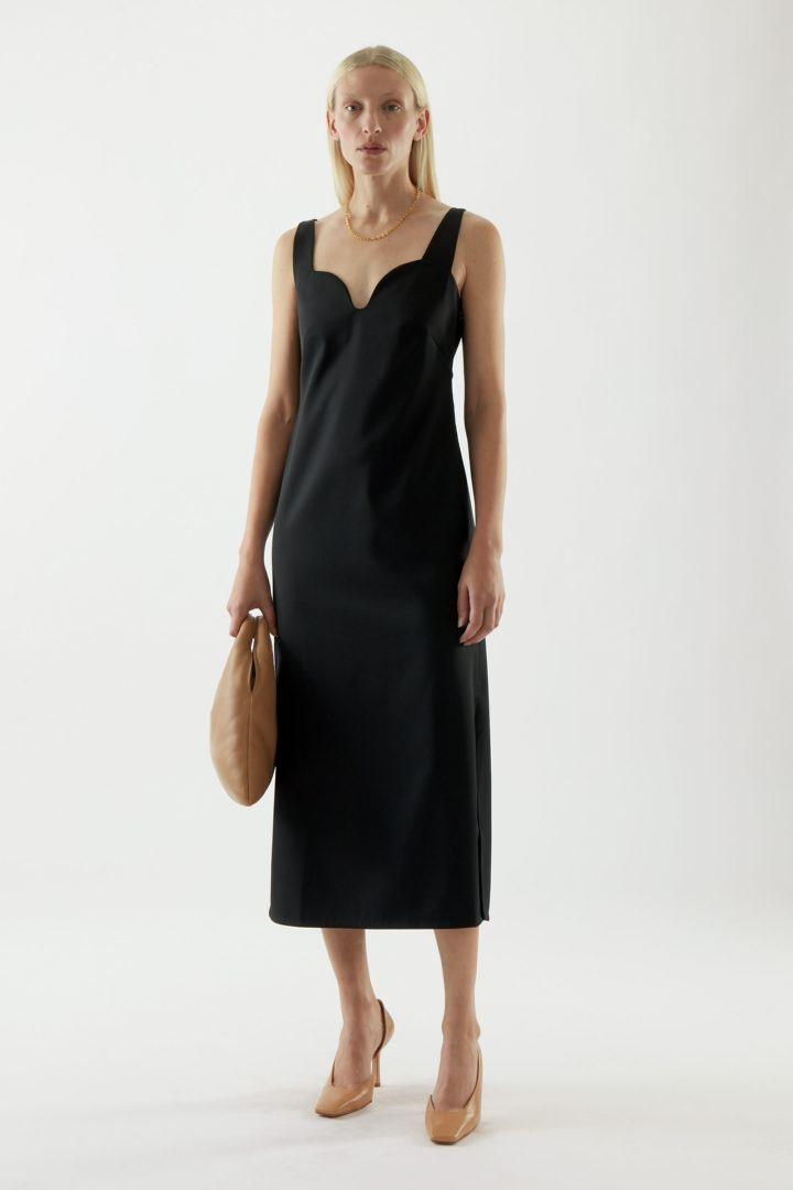 COS default image 7 of 블랙 in 슬리브리스 플루이드 울 믹스 드레스