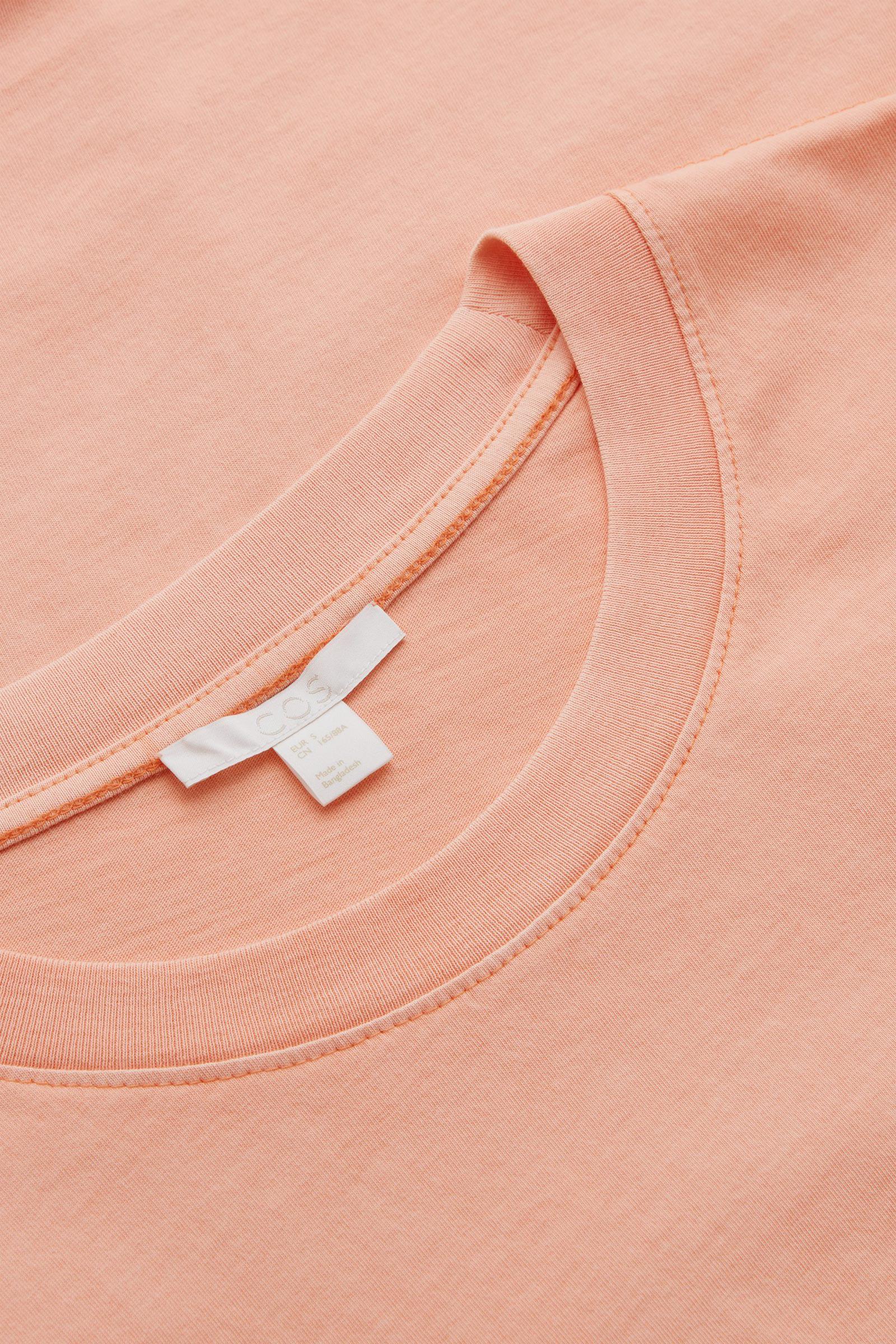 COS 코튼 저지 티셔츠의 핑크컬러 Detail입니다.
