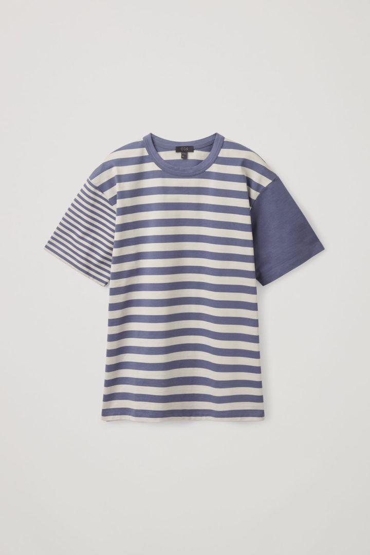 COS default image 9 of 블루 in 오가닉 코튼 콘트래스트 스트라이프 티셔츠