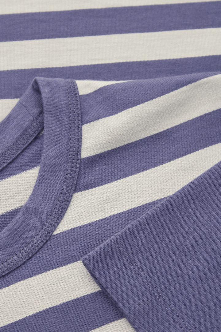 COS hover image 9 of 블루 in 오가닉 코튼 콘트래스트 스트라이프 티셔츠