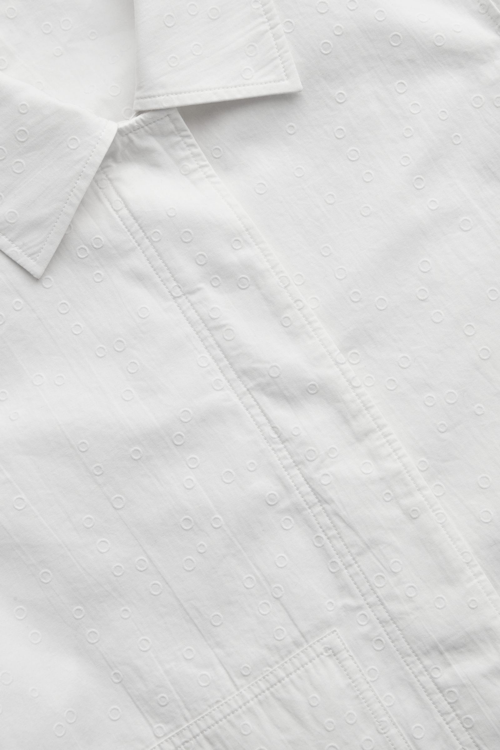 COS 크롭 코튼 재킷의 화이트컬러 Detail입니다.
