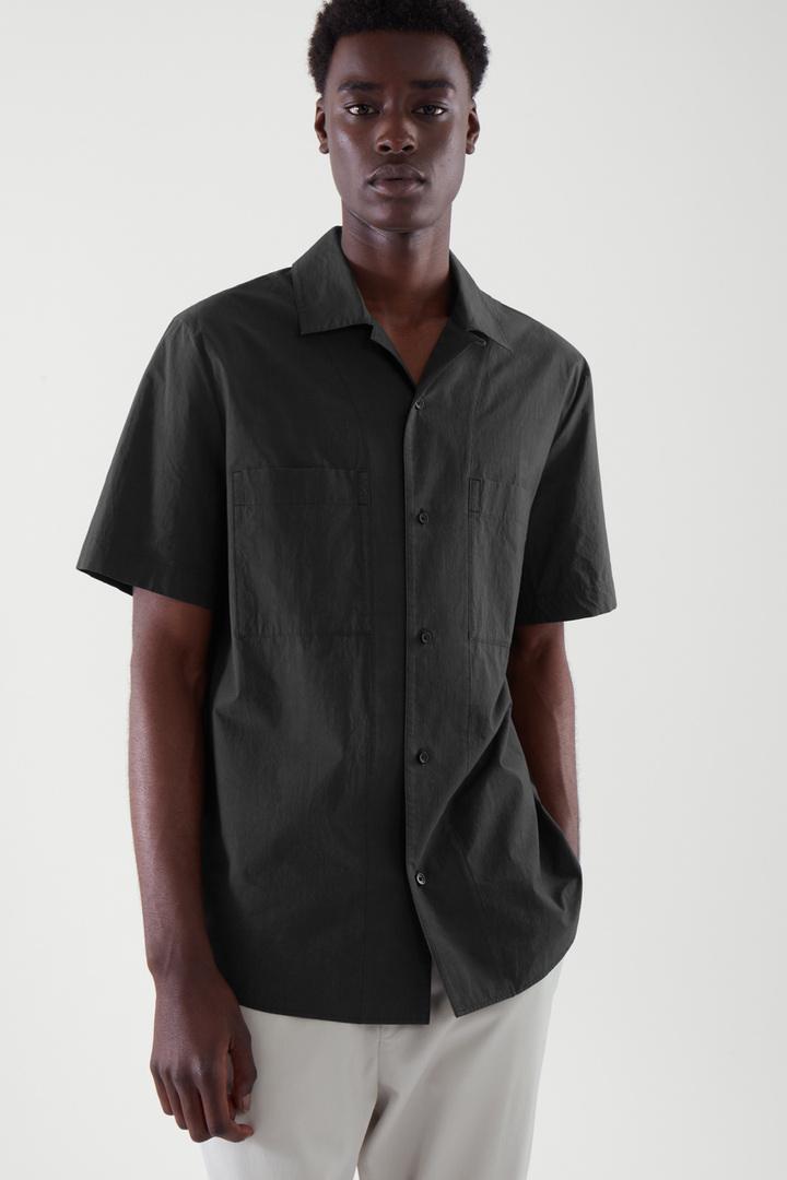 COS default image 9 of 블랙 in 쇼트 슬리브 캠프 칼라 셔츠