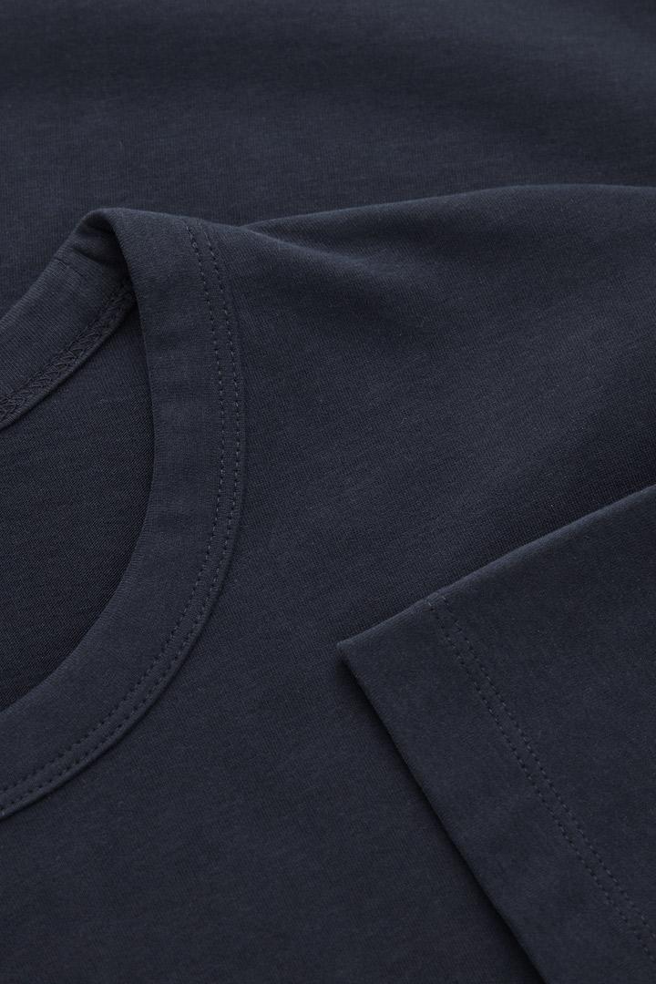 COS 레귤러 핏 브러쉬드 코튼 티셔츠의 블루컬러 Detail입니다.