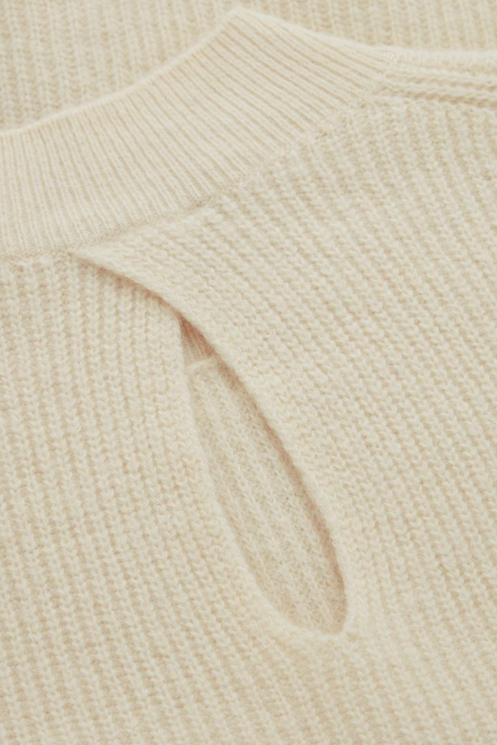 COS 울 알파카 니티드 탑의 베이지컬러 Detail입니다.