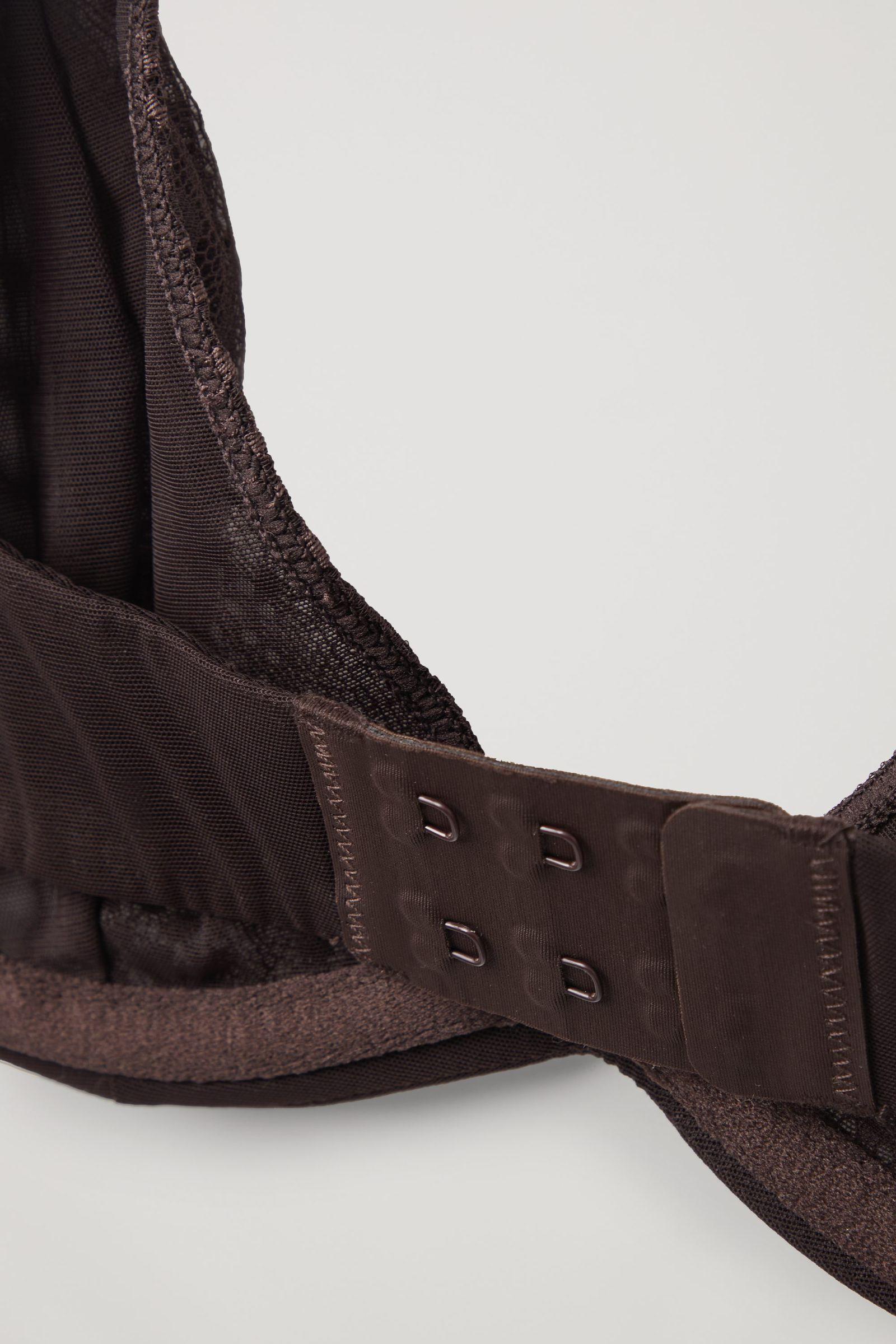 COS 레이스 브라의 브라운컬러 Detail입니다.