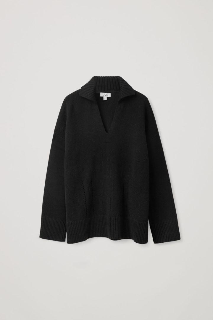 COS 니티드 브이넥 스웨터의 블랙컬러 Product입니다.