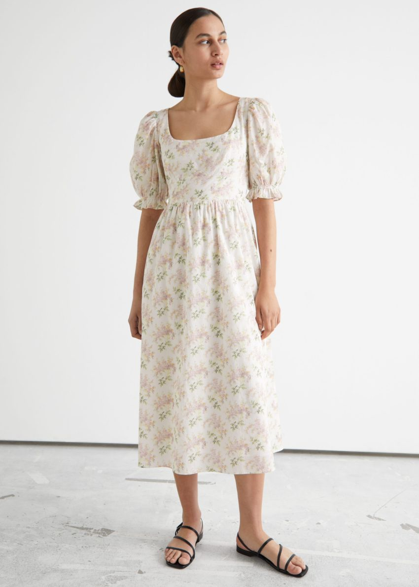 앤아더스토리즈 플로럴 프린트 스쿠프 넥 미디 드레스의 화이트 플로럴컬러 ECOMLook입니다.