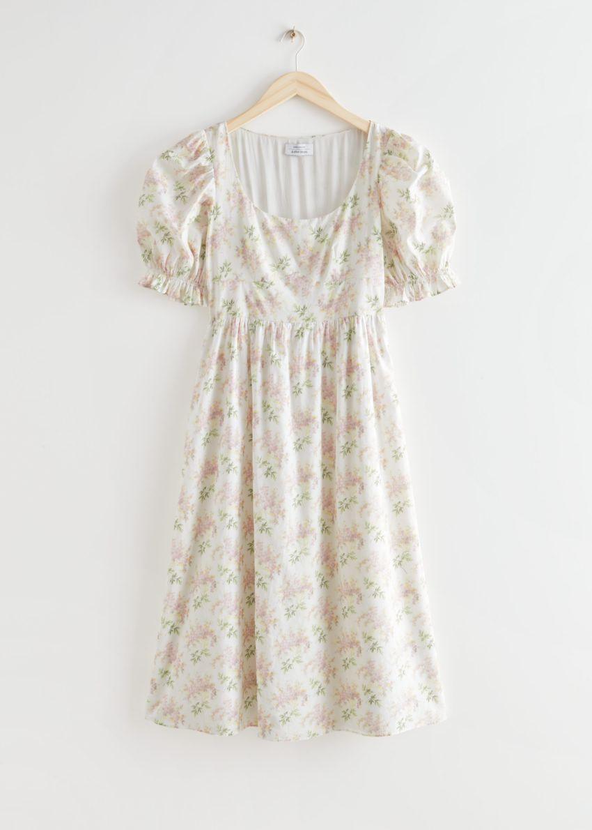 앤아더스토리즈 플로럴 프린트 스쿠프 넥 미디 드레스의 화이트 플로럴컬러 Product입니다.