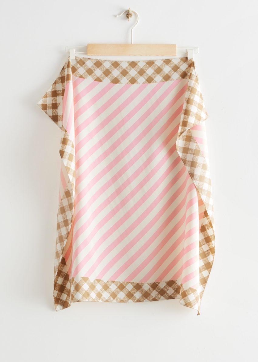 앤아더스토리즈 깅엄 트림 스트라이프 스카프의 핑크 스트라이프컬러 Product입니다.