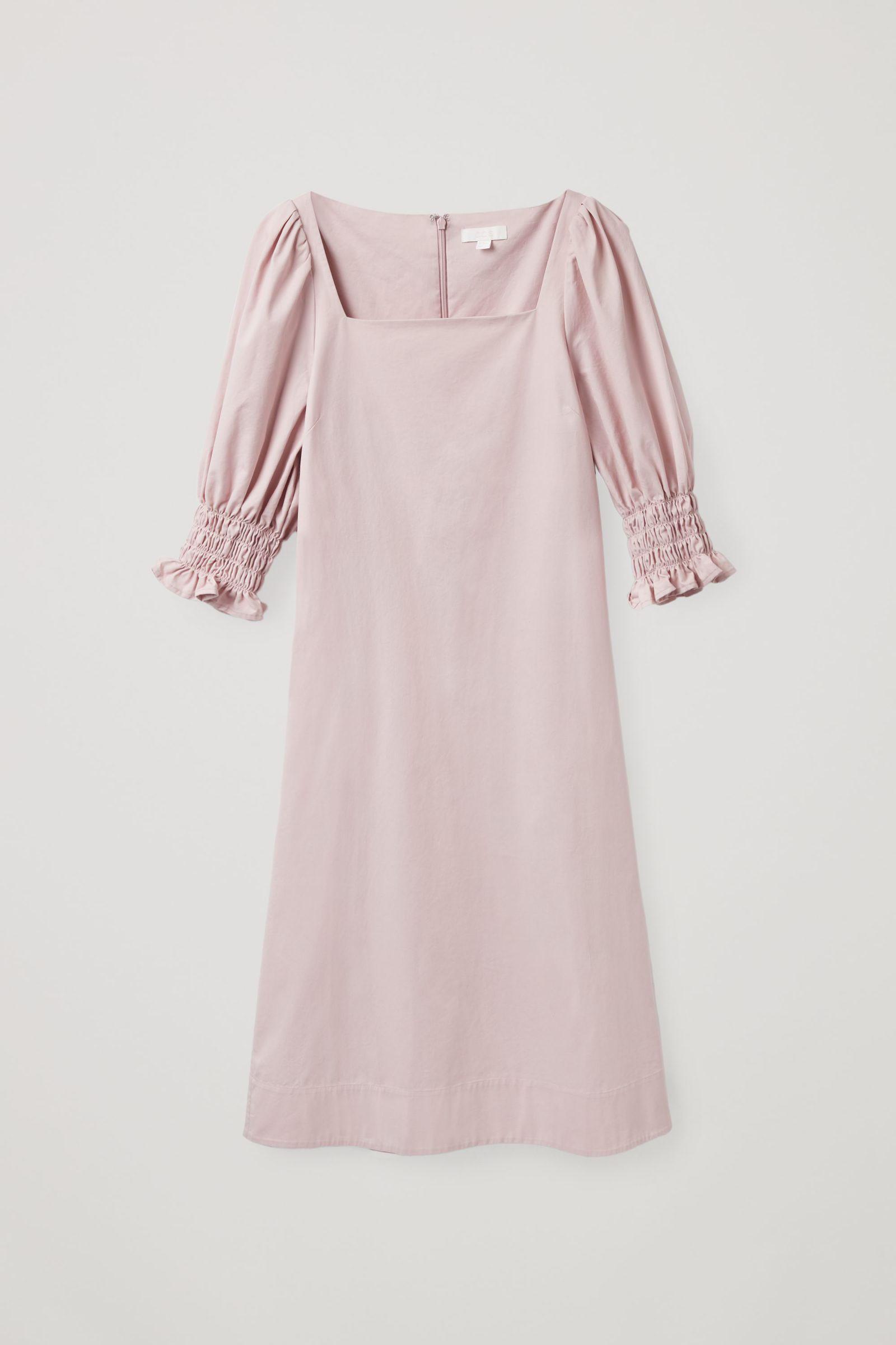 COS 스퀘어 넥 스모킹 드레스의 더스티 핑크컬러 Product입니다.