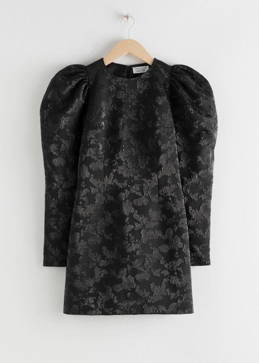 앤아더스토리즈 퍼프 슬리브 미니 자카드 드레스의 블랙컬러 Product입니다.