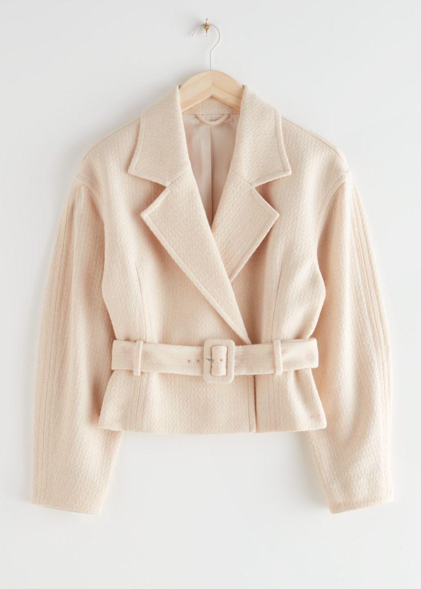앤아더스토리즈 쇼트 벨티드 울 블렌드 재킷의 크림컬러 Product입니다.