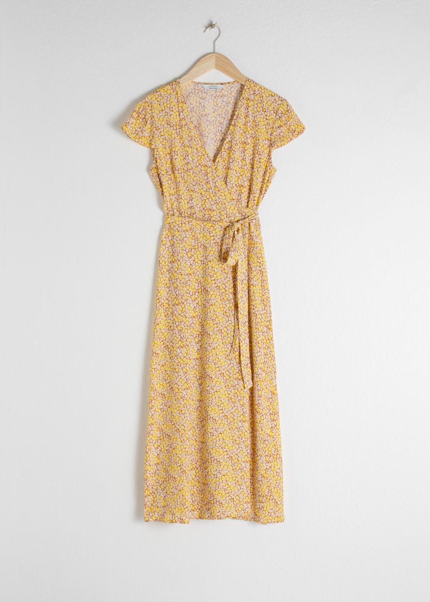 앤아더스토리즈 플로럴 미디 랩 드레스의 옐로우 플로럴컬러 Product입니다.