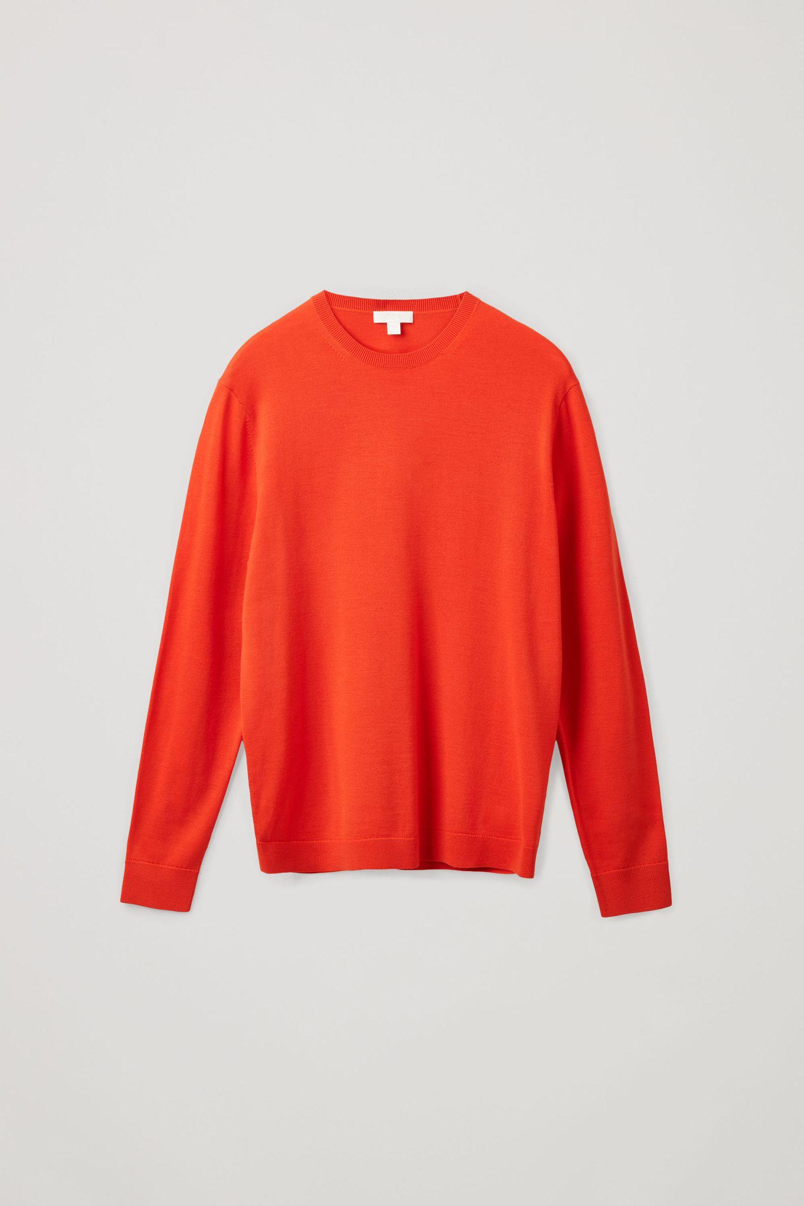 COS 메리노 크루넥 스웨터의 오렌지컬러 Product입니다.