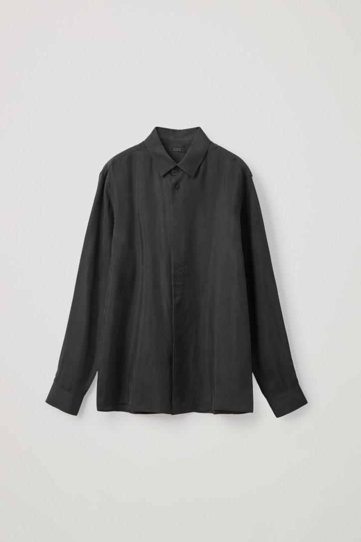 COS 쿠프로 클린 컷 셔츠의 블랙컬러 Product입니다.