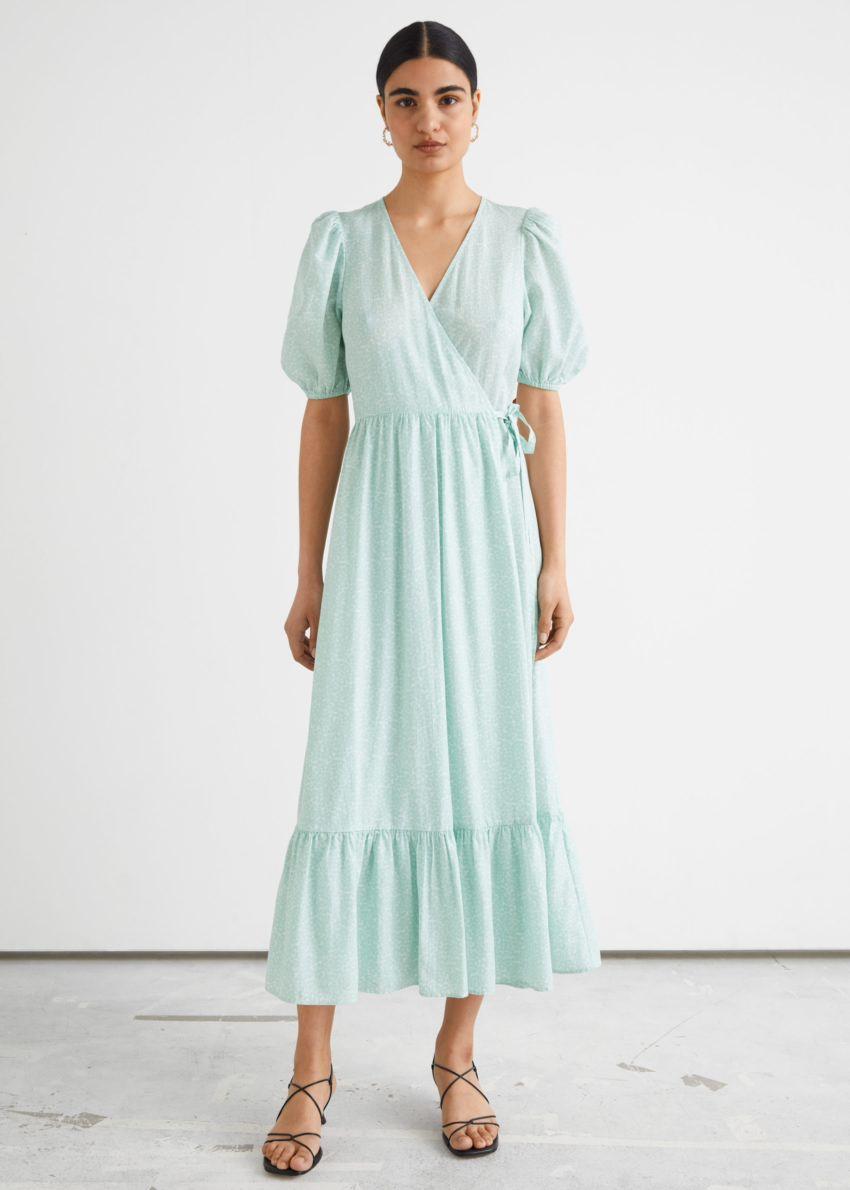 앤아더스토리즈 퍼프 슬리브 맥시 랩 드레스의 그린컬러 ECOMLook입니다.