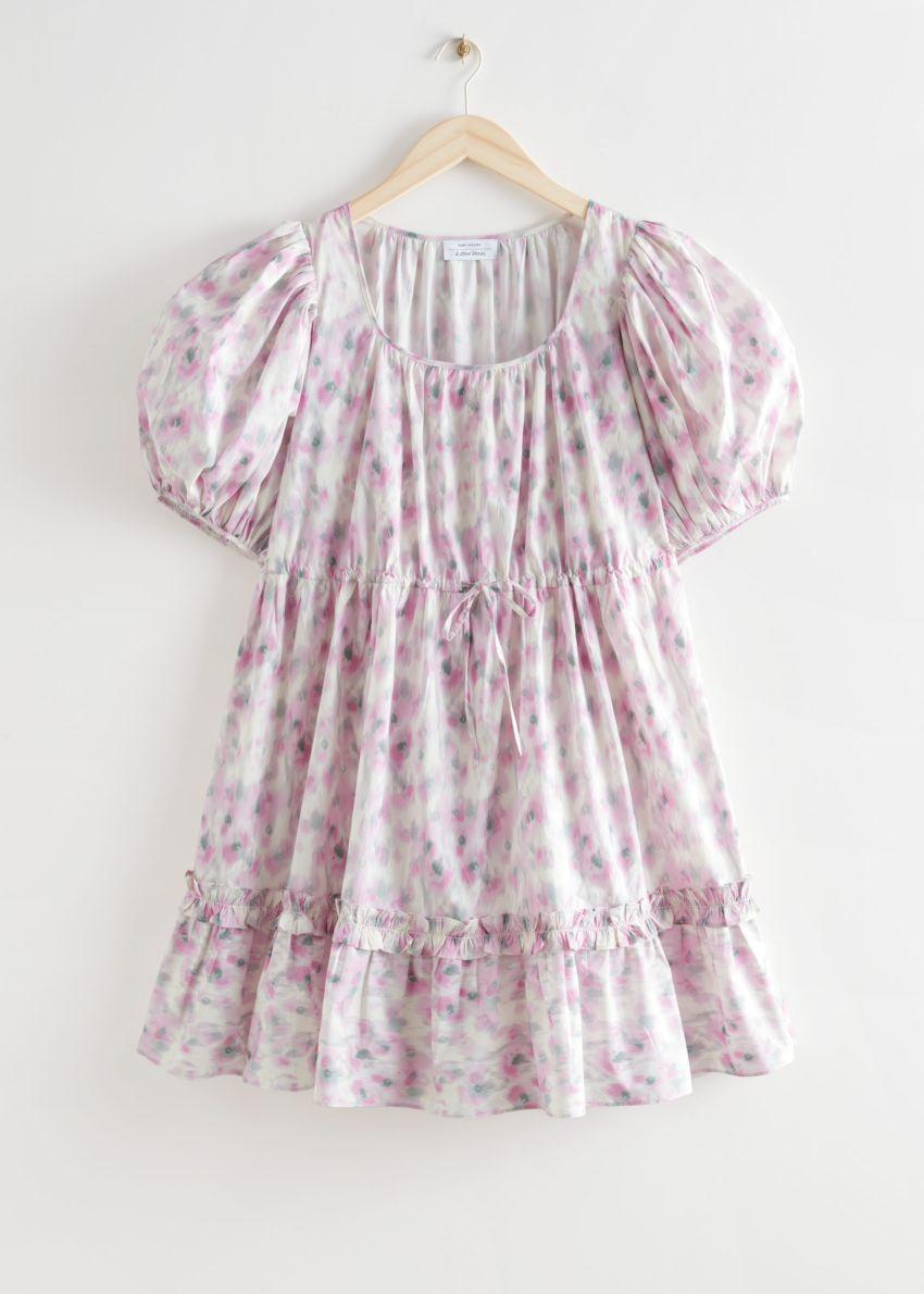 앤아더스토리즈 티어드 퍼프 슬리브 미니 드레스의 핑크 프린트컬러 Product입니다.