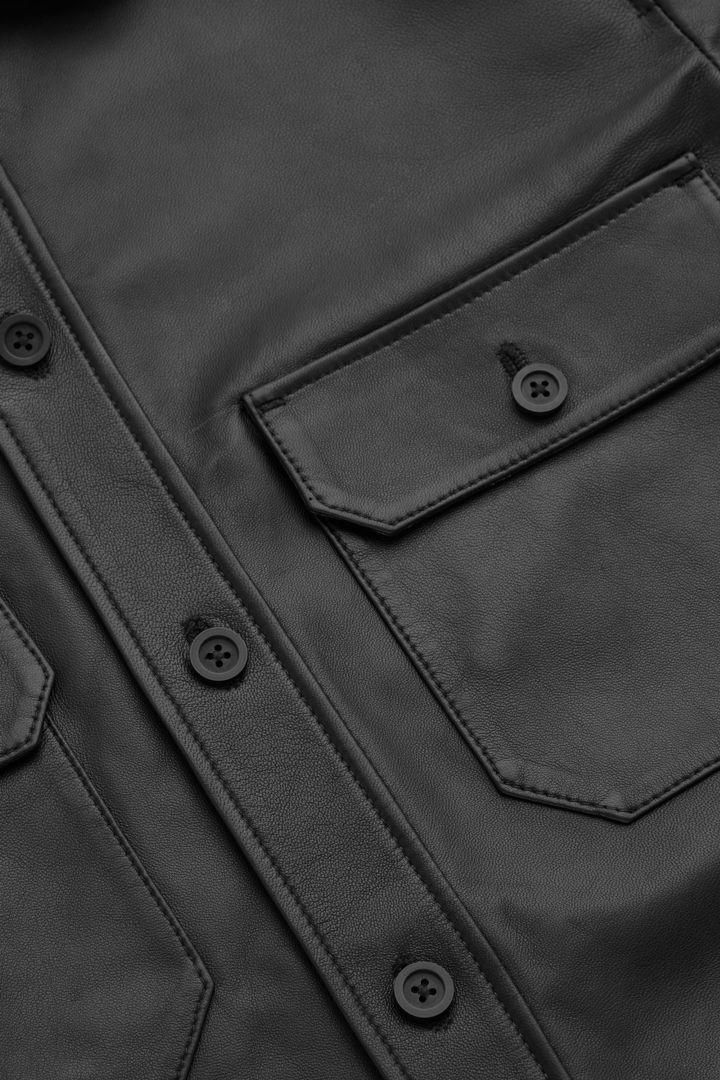 COS 램 레더 오버셔츠의 블랙컬러 Product입니다.