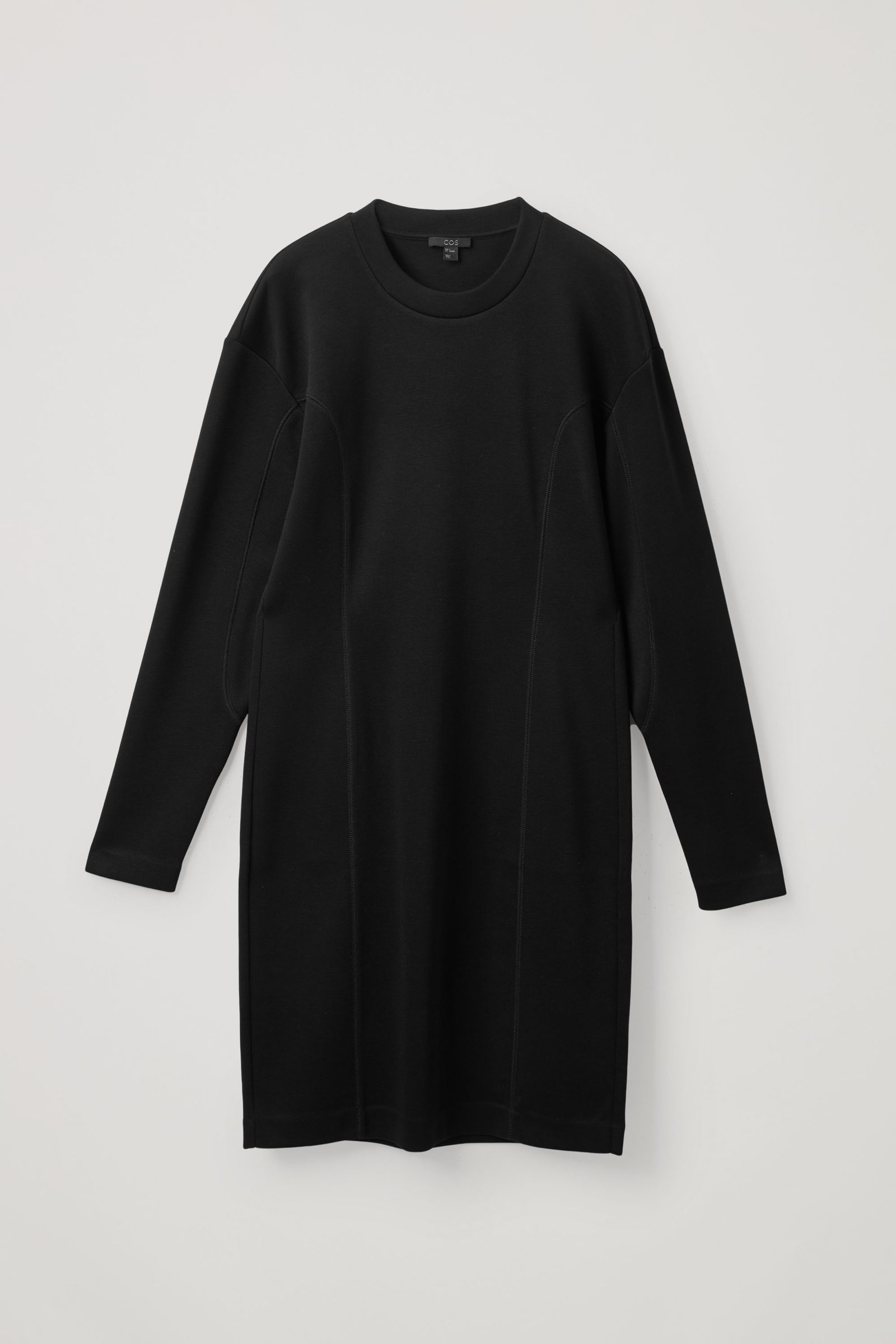 COS 테크니컬 커브드 패널 스웻셔츠 드레스의 블랙컬러 Product입니다.