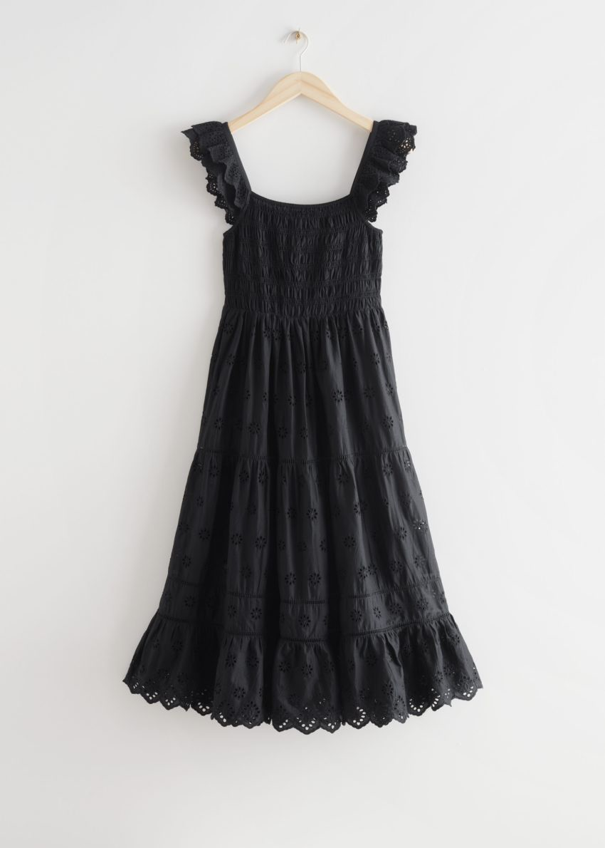 앤아더스토리즈 엠브로이더리 슬리브리스 미디 드레스의 블랙컬러 Product입니다.