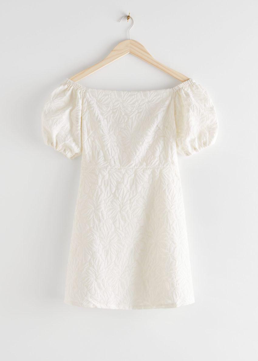 앤아더스토리즈 오프 숄더 벌룬 슬리브 미니 드레스의 화이트컬러 Product입니다.