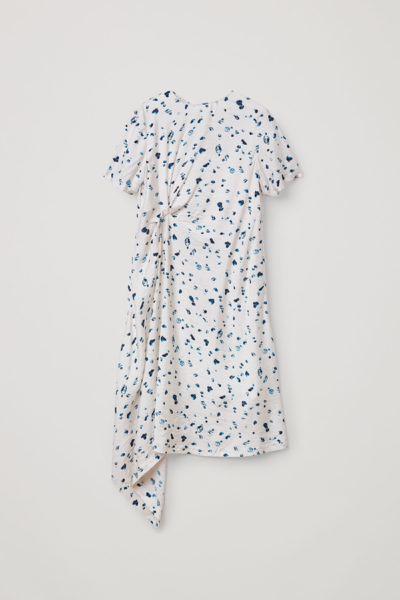 COS default image 9 of 화이트 in 노트 디테일 드롭릿 프린트 드레스
