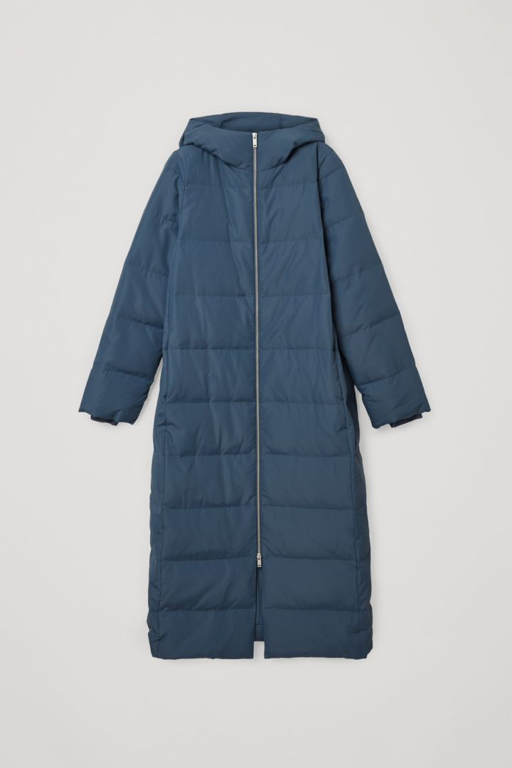 COS 롱 후디드 푸퍼 코트의 블루컬러 Product입니다.